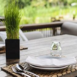 Use Vintage Tables for Your Restaurant Business