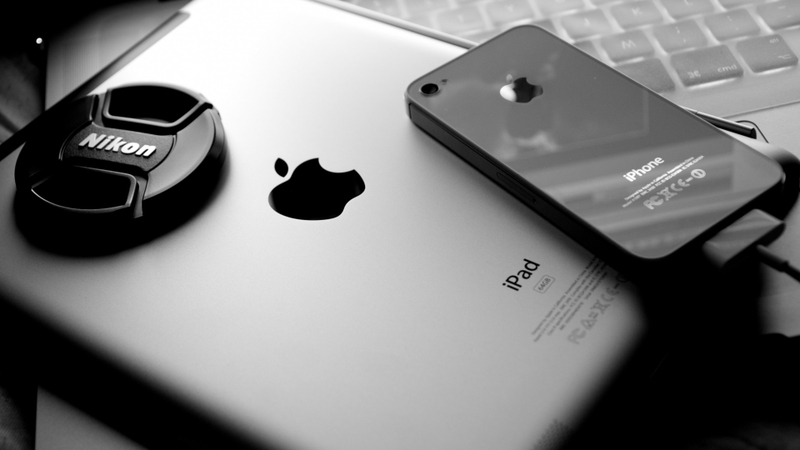 desktop-black-and-white-apple-wallpaper