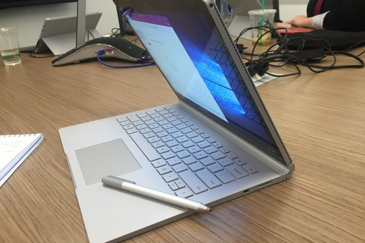 if-youre-looking-for-a-high-end-laptop-but-also-love-tablets-microsofts-surface-book-is-the-perfect-all-in-one