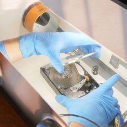 Using Proper Cleanroom Solutions for Drive Repair